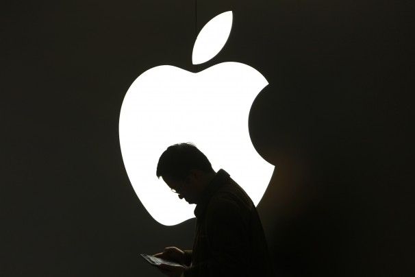 Image conscious: Apple praised in traditional media, but criticized on the social web